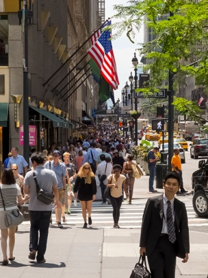 Shoppers on 5th Avenue, New York.